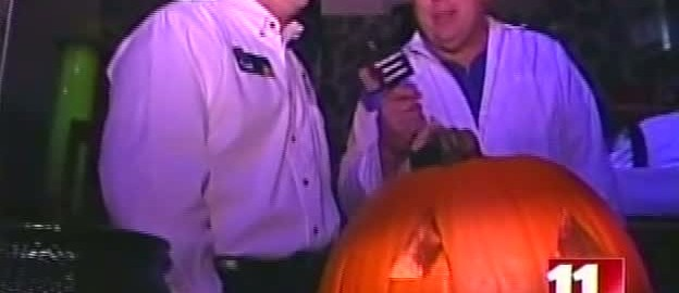 20071020 - WTOL - Self carving pumpkin